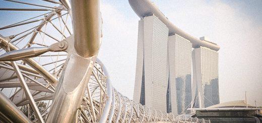 Le Hélix Bridge à Singapour, pont pietonnier reliant Esplanade à Marina Bay Front