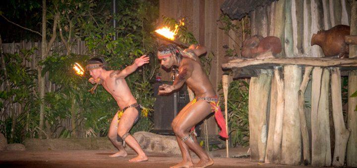 Cracheurs de feu Night Safari au Zoo de Singapour